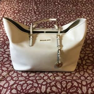 Michael Kors Saffiano Leather Travel Shoulder Tote